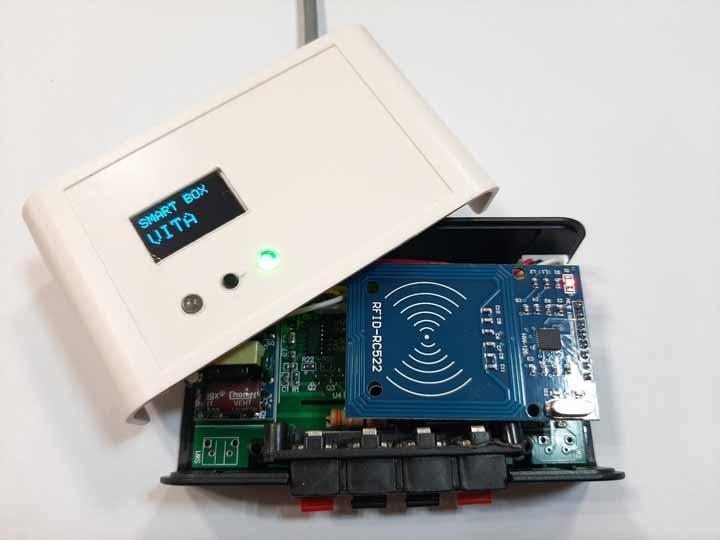 برد کنترلر رله از راه دور توسط تلفن همراه با ارتباط WIFI روشن باز شده